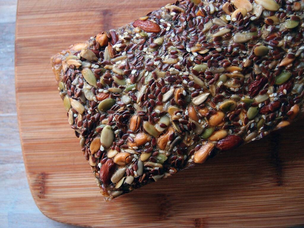 stenalderbrød, palæobrød, brød, rugbrød, kernebrød, solsikkekerner, hørfrø, peanuts, sesamfrø, mandler, æg, græskarkerner