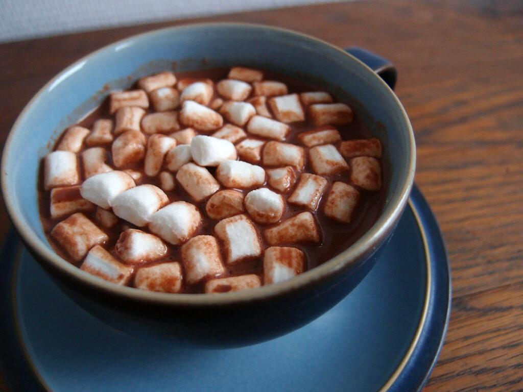 varm chokolade, varm drik, chokolade, mørk chokolade, Amaretto, whisky, mælk