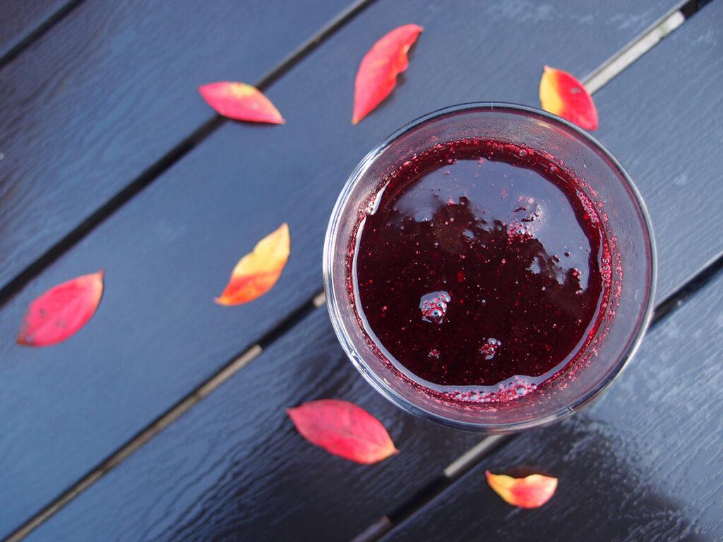 varm smoothie, varm drik, smoothie, tranebærjuice, ribs, blåbær, brombær, rørsukker