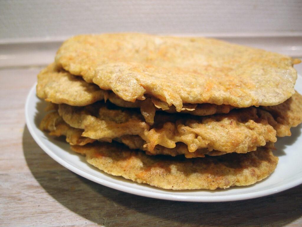 gulerodspandekager, pandekager, madpandekager, hvedemel, æg, rugmel, rapsolie, timian, gulerødder