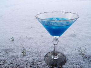 vinterdrink, frozen, nytårsdrink, drink, absinth, lys rom, sprite, isterninger, blå curacao