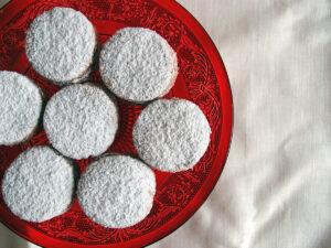 polvorones, julesmåkager, småkager, jul, mandelkager, mandler, svinefedt, hvedemel, rørsukker, dessert, kage, kanel, æg, citroner, flormelis
