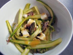 aspargessalat, salat, vegetar, asparges, gedeost, ost, honning, olivenolie, citroner, sennep, knækbrød