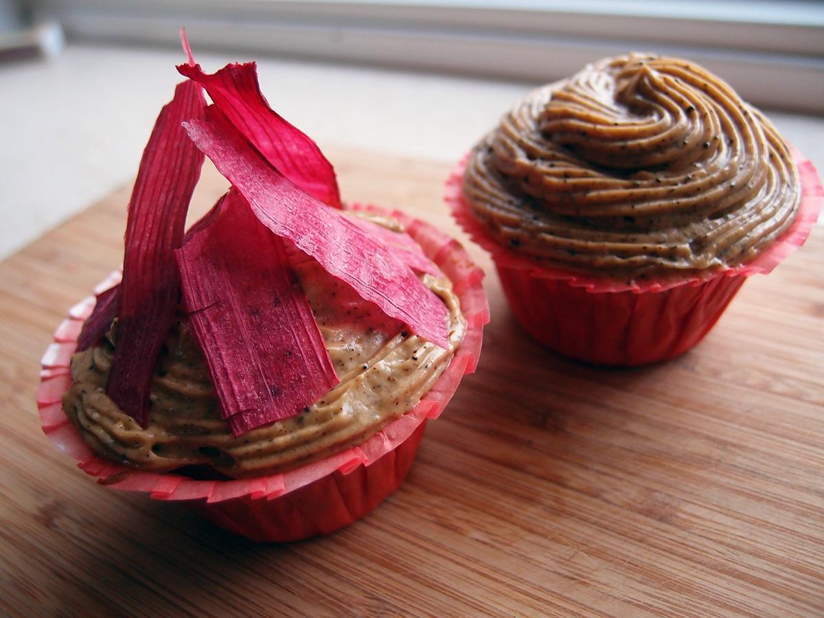 Rabarbermuffins med lakridscreme