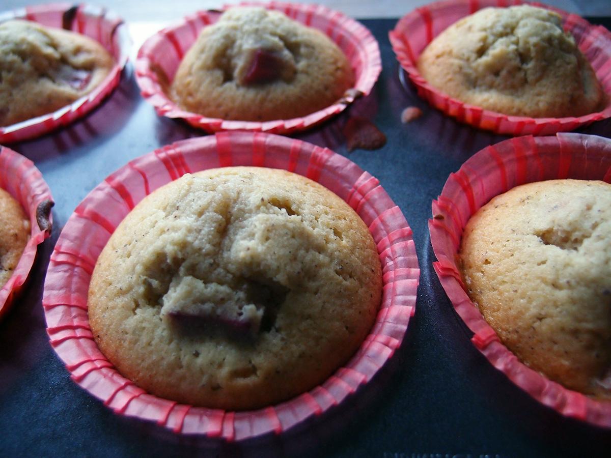 rabarbermuffins, muffins, kage, dessert, rabarber, æg, rørsukker, smør, hvedemel, bagepulver, vanilje