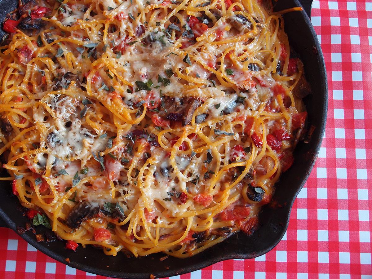 pastaret, pasta, vegetar, spaghetipande, tomater, æg, oregano, champignons, parmesan