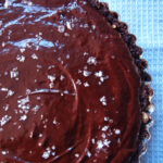 Chokoladetærte med saltflager
