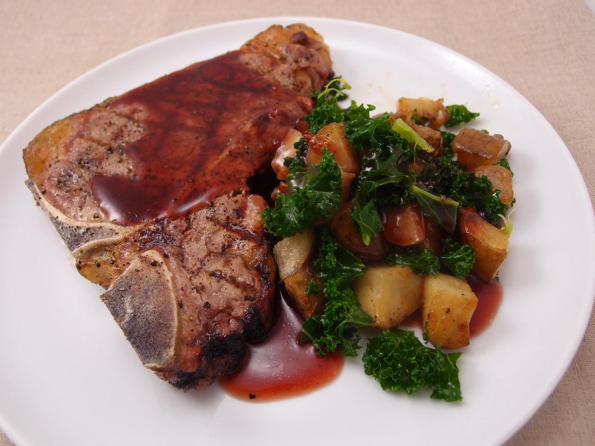 T-bone steak med efterårstilbehør