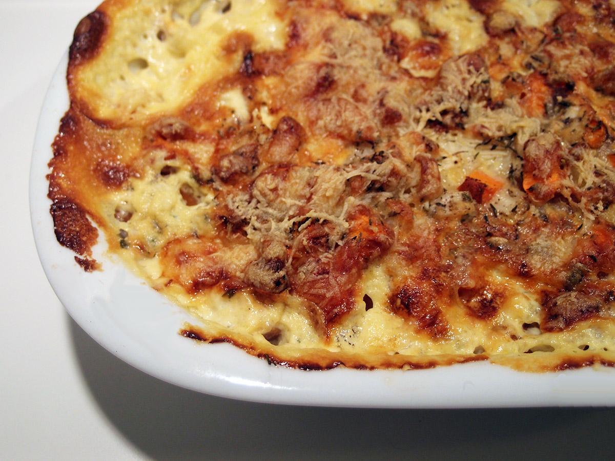 grøntsagsfad, gulerødder, knoldselleri, løg, fløde, bouillon, timian, parmesan, ost