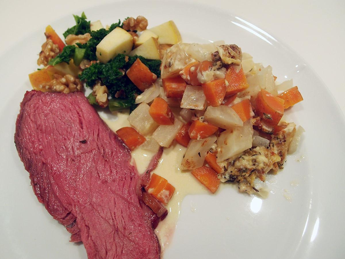 tyksteg, oksekød, grill, grillet tyksteg, timian, grøntsagsfad, gulerødder, knoldselleri, løg, fløde, bouillon, timian, parmesan, ost