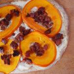 Græskarpizza med ricotta og bacon