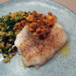 Bagt torsk med bacon og grønkål