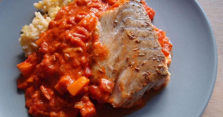 Torsk i fad med tomatsauce