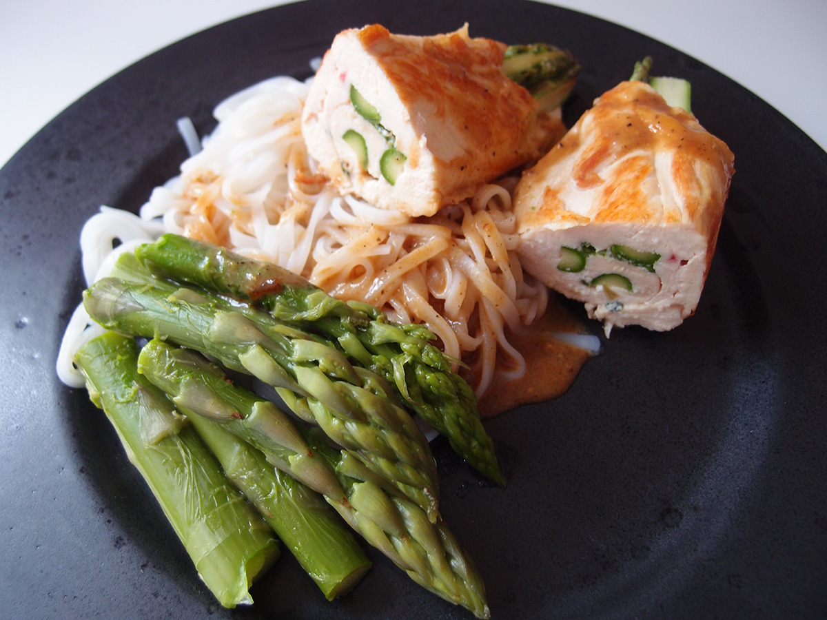 kyllingesvøbte asparges, kylling, kyllingebryster, asparges, sake, grønne asparges, mirin, dashi, rørsukker, sennep, soya