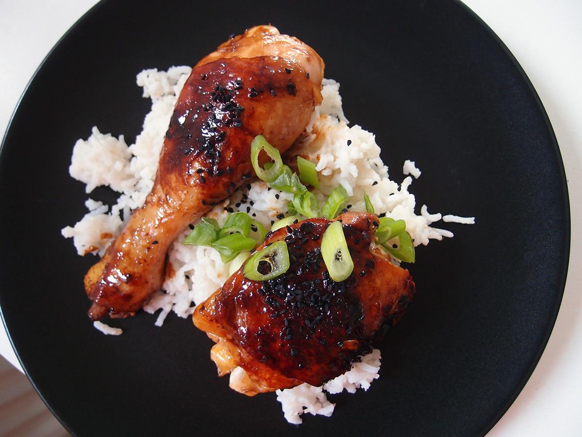 teriyaki kylling, asiatisk, japansk, kylling, forårsløg, teriyaki-sauce, sesamfrø