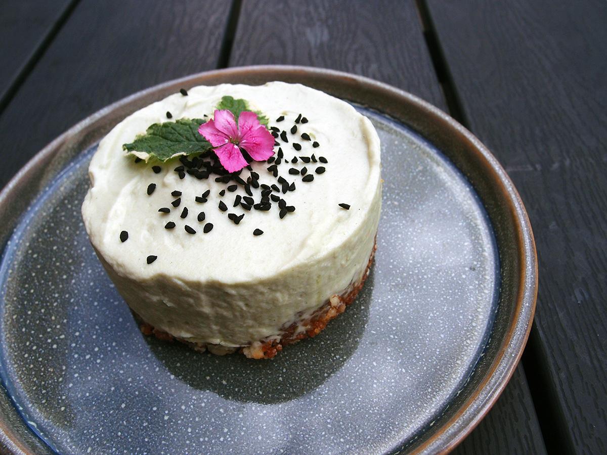 Matcha Green Tea Cheesecake, ostekage, japansk dessert, asiatisk, kage, flødeost, kiks, smør, fløde, flormelis, grøn te, husblas