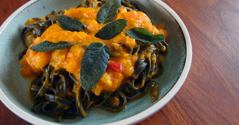 Pasta med græskar, chili og salvie