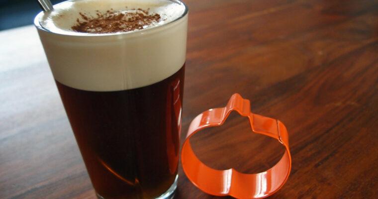 Pumpkin latte – kaffe med græskarsirup