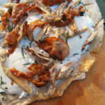 Kyllingepizza med ricotta og bacon