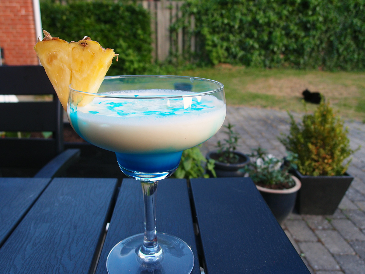 Swimming pool – kokosdrink med blå likør