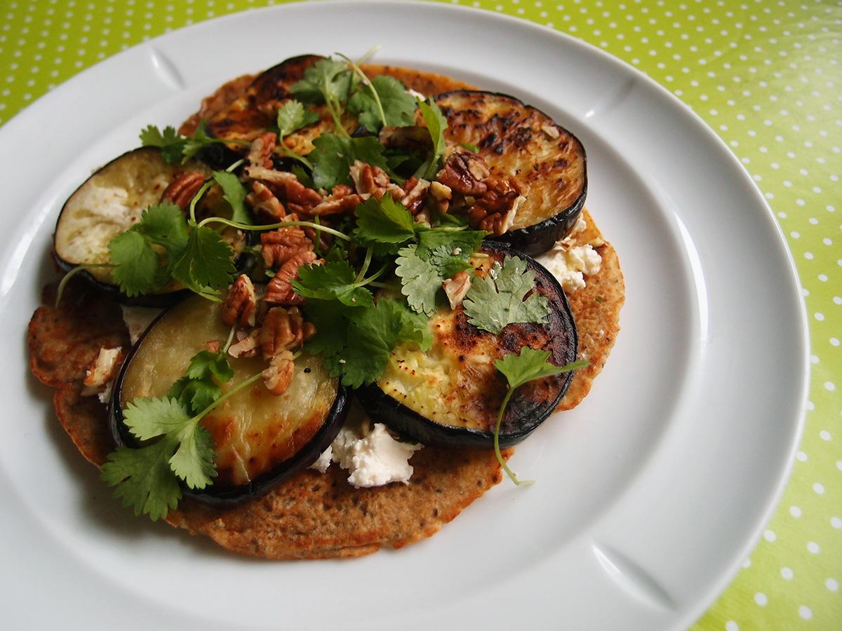 iranske pandekager, flødeost, feta, valnødder, pekannødder, koriander, mynte, aubergine