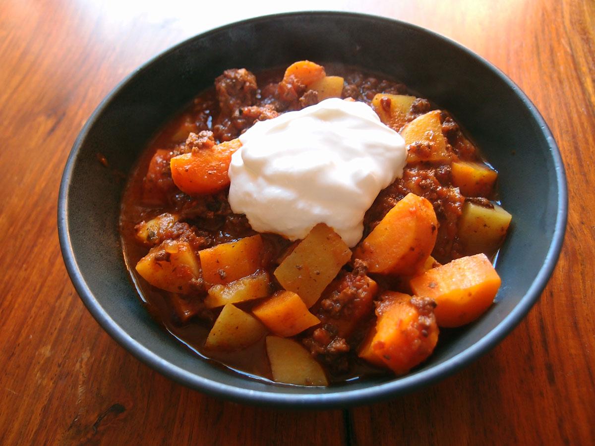 Kødstuvning med gulerødder og kartofler