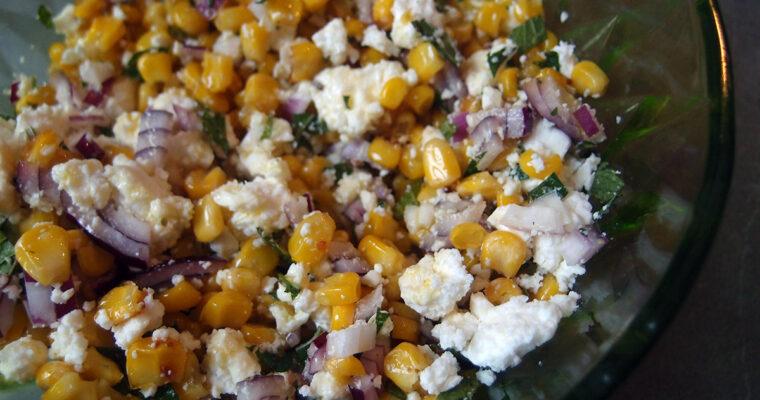 Libanesisk majssalat og agurke-yoghurtsalat