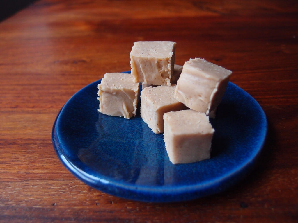 vanilje, fudge, konfekt, smør, kondenseret mælk, vanilje, fløde, rørsukker