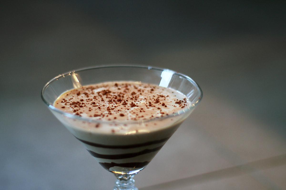 dessertdrink, dessert, drink, chokolade, fløde, mælk, chokoladelikør, whisky, kakaopulver