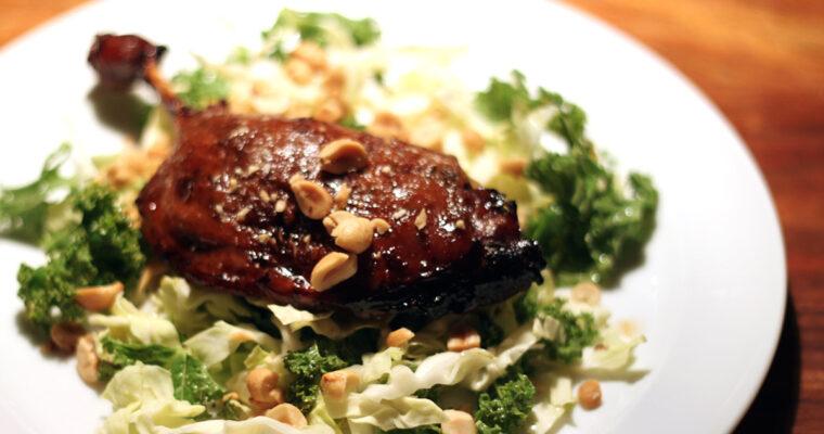 Konfiteret andelår med kålsalat