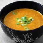 Gulerodssuppe med karry og kokosmælk