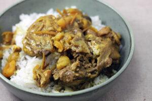 marokkansk kylling, ras el hanout, løg, abrikoser, oliven