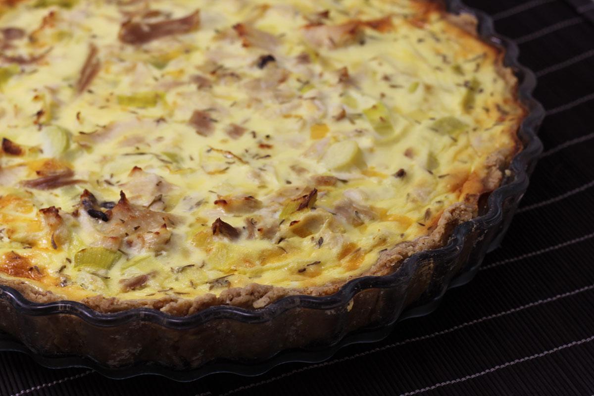 kyllingetærte, madtærte, tærte, kylling, hvedemel, fuldkornshvedemel, æg, smør, porre, ost, creme fraiche, timian