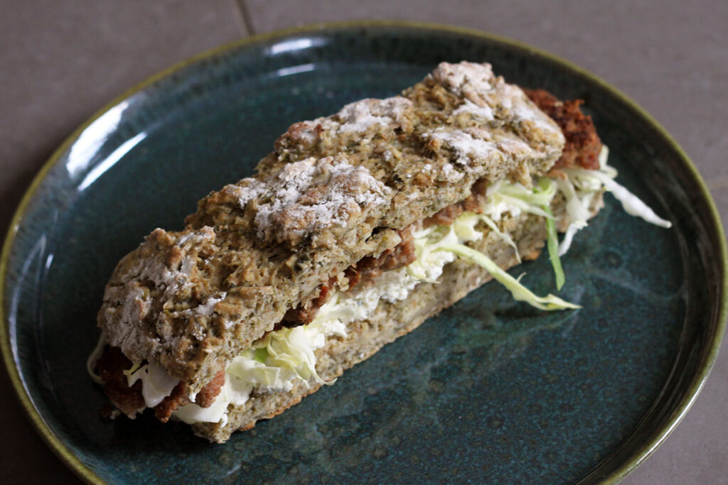 lammefrikadeller, frikadeller, frokost, frokostsandwich, lammesandwich, lammekød, flødeost, spidskål, spinatbrød, brød