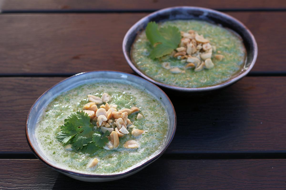 agurke-gazpacho, agurkesuppe, agurk, koriander, lime, peanuts
