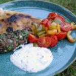 Adana kebab med fladbrød og myntedressing