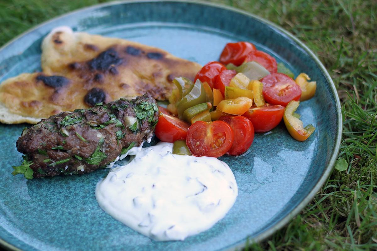 adana kebab, tyrkisk, mellemøsten, oksekød, persille, løg, spidskommen, paprika, chili