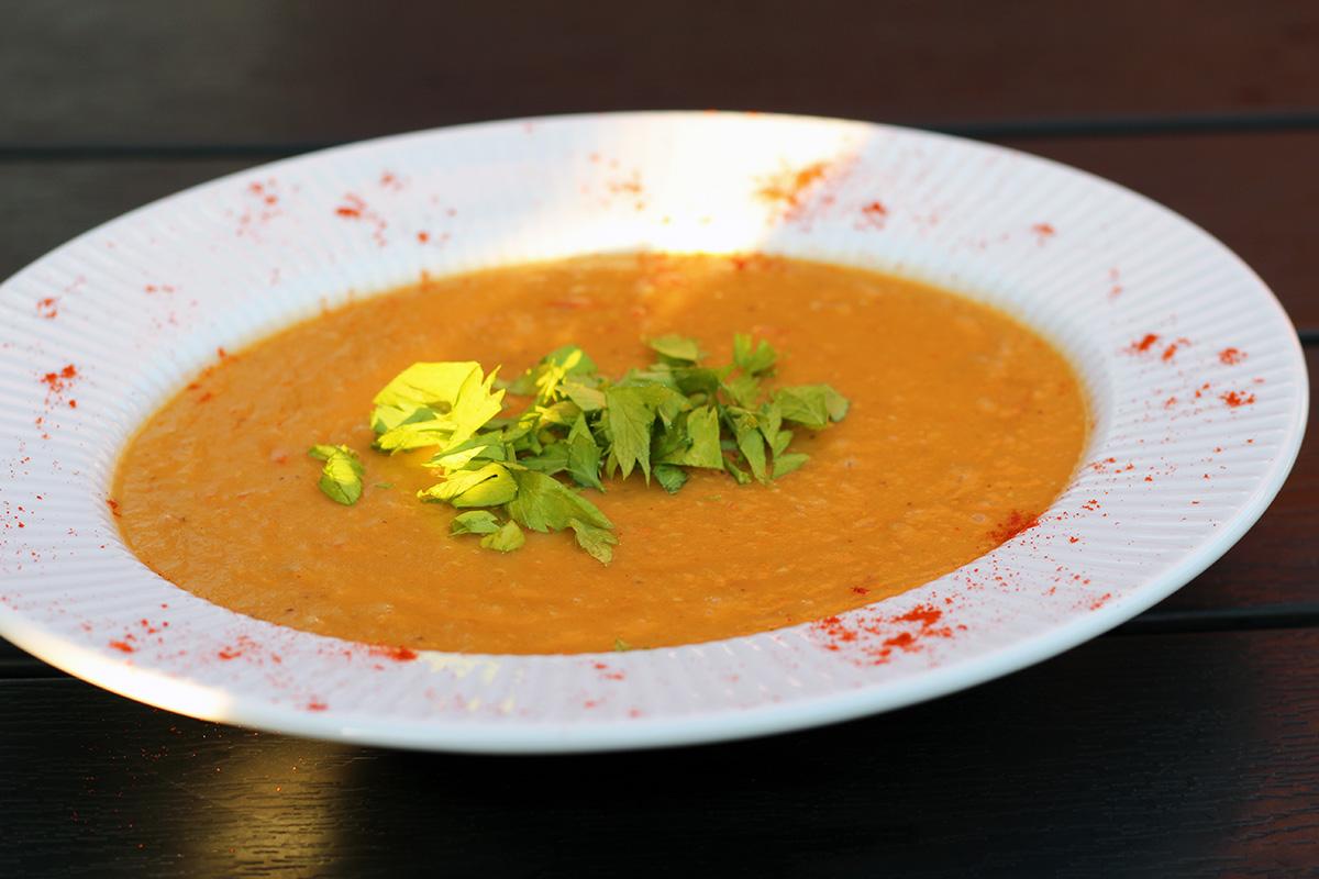 tyrkisk linsesuppe, suppe, vegetarsuppe, vegetar, linser, chili, cayennepeber, kartoffel, løg, bouillon