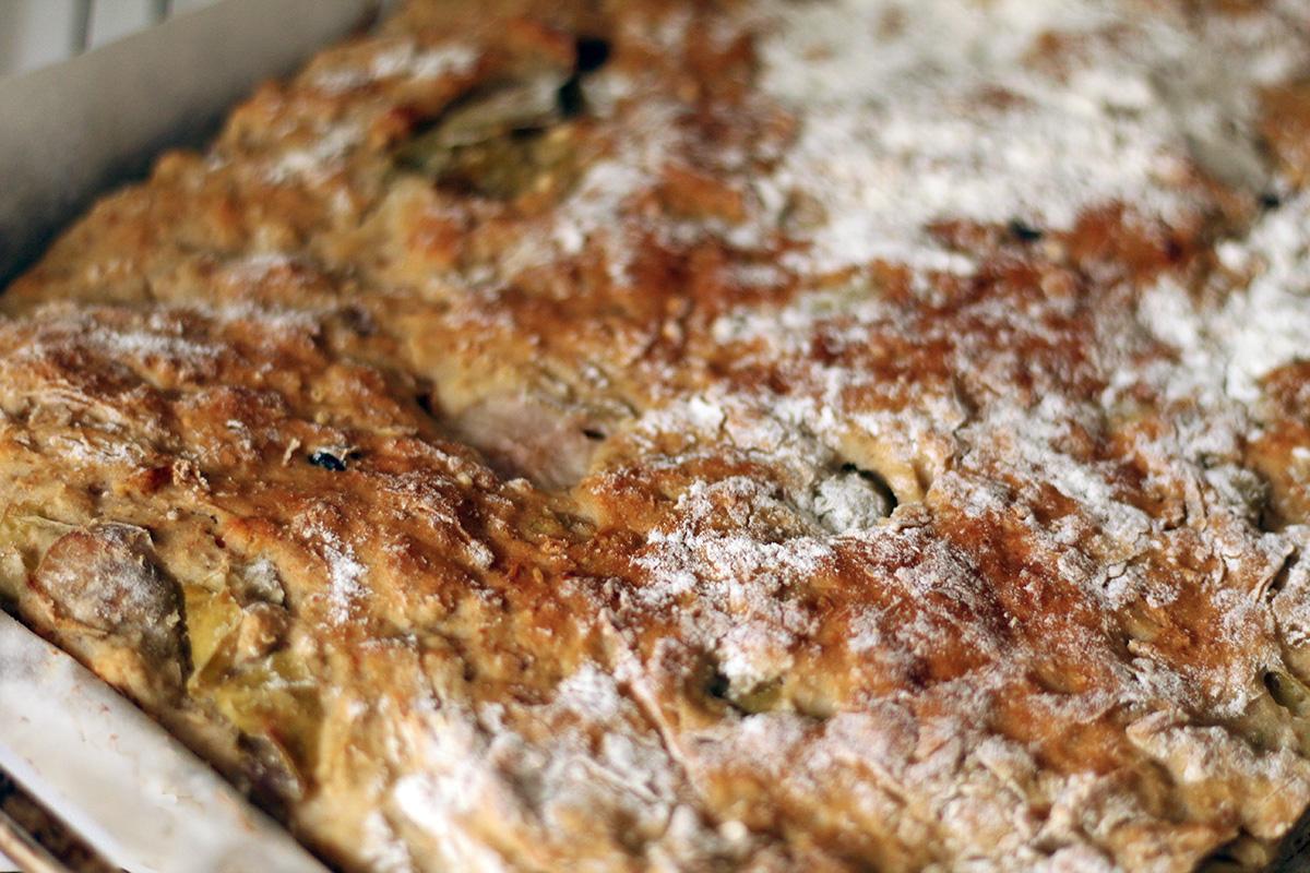 æblebrød, brød, morgenmad, brunch, hvedemel, gær, æbler, fuldkornsmel, rosiner, havregryn, rosiner