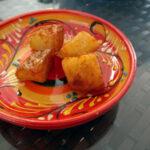 Patatas bravas og empanadas med kylling