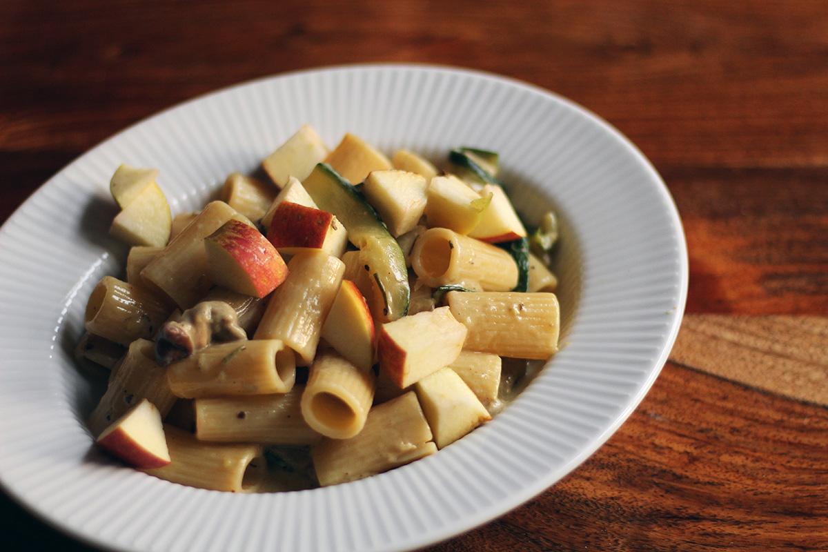 svampepasta, pasta, vegetarret, vegetarmad, svampe, rørhatte, fløde, timian, æble