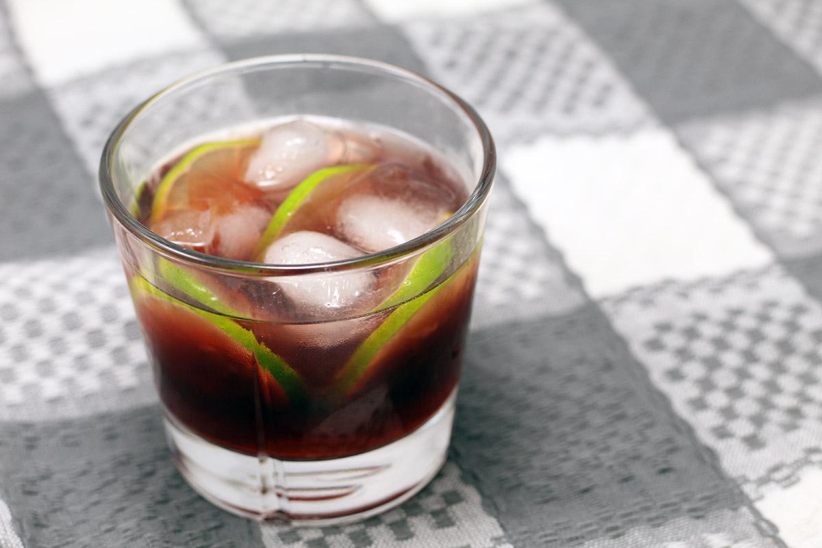 granatæbledrink, drink, granatæble, granatæblejuice, lime, sirup, vodka