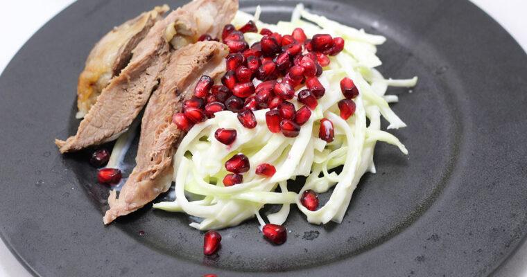 Lammekølle med hvidløgskål og granatæble