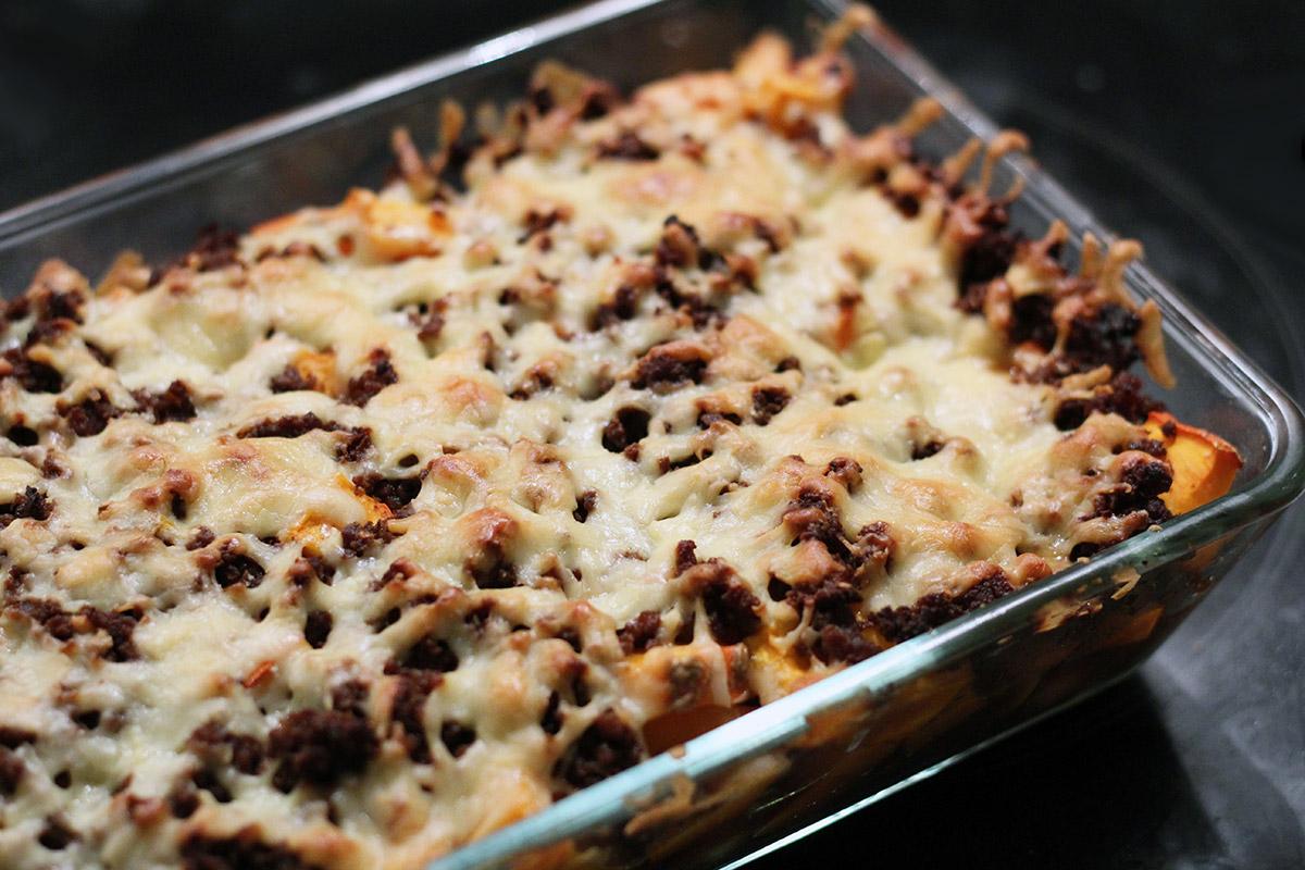 restefad, kartofler, hokkaido græskar, oksekød, cayennepeber, chili, paprika, soyasauce, worchestersauce, ost