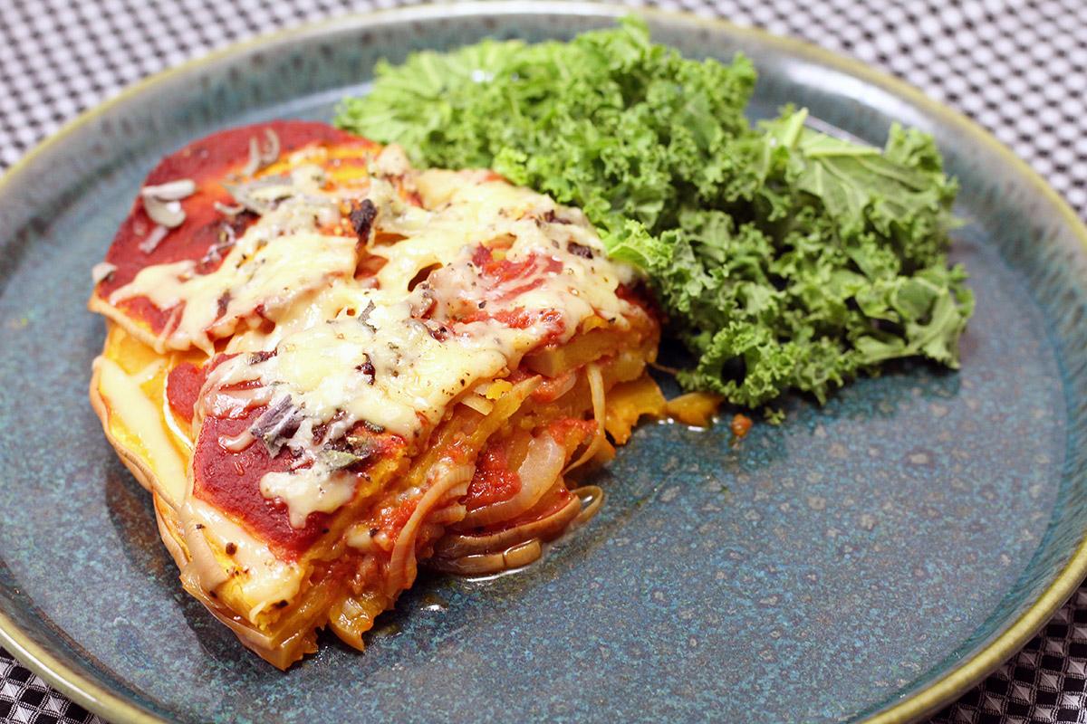 butternut squash lasagne, vegetarlasagne, vegetar, vegetarret, vegetarmad, 1 butternut squash, græskar, løg, ost, tomater, hvidløg, salvieblade