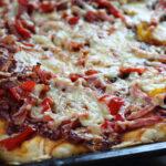 Bradepandepizza med skinke og svampe