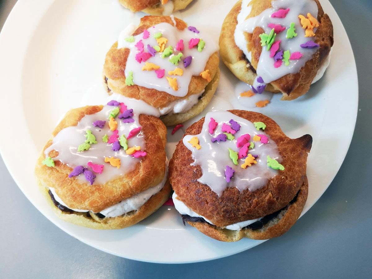 mini-fastelavnsboller, fastelavnsboller, kage, dessert, fastelavn, smør, hvedemel, æg, vanilje, fløde, flormelis, chokolade, nougat