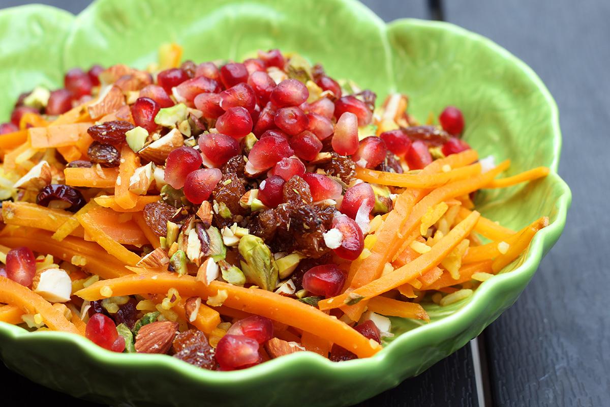juvelris, mellemøsten, iransk, persisk, vegetarret, vegetarmad, ris, appelsin, rosiner, tranebær, safran, appelsinblomstvand, rørsukker, pistacienødder, mandler, gulerødder, kanel