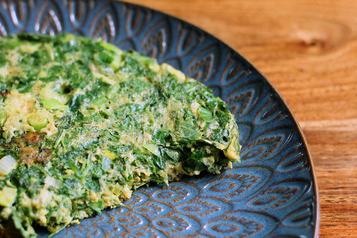 iransk æggekage, vegetar, vegetarret, vegetarmad, æg, persille, dild, spinat, gurkemeje, frokost