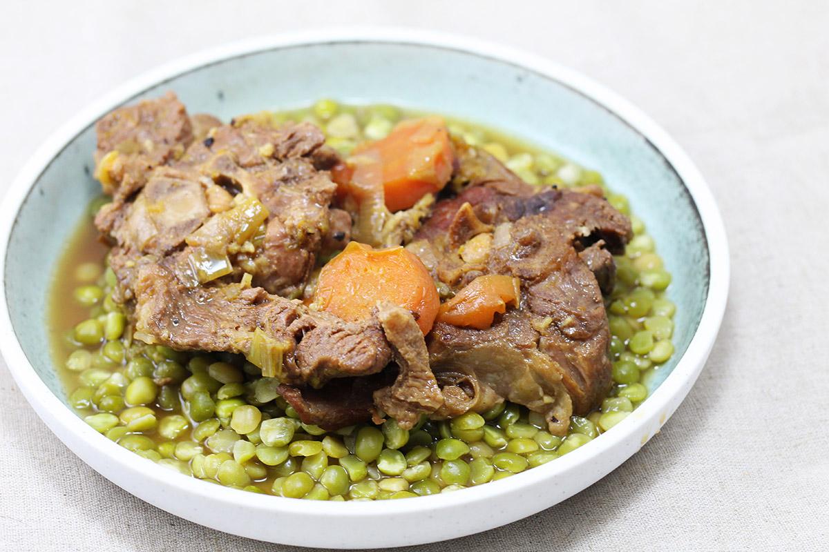 braiseret lammenakke, lam, lammekød, gulerødder, porre, balsamicoeddike, hvidløg, salvie, øl,